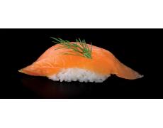 Нигири с копченым лососем